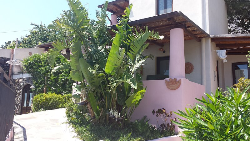 Eolie Salina 'Acro uno' locale con terrazzi vista mare con giardino', holiday rental in Aeolian Islands