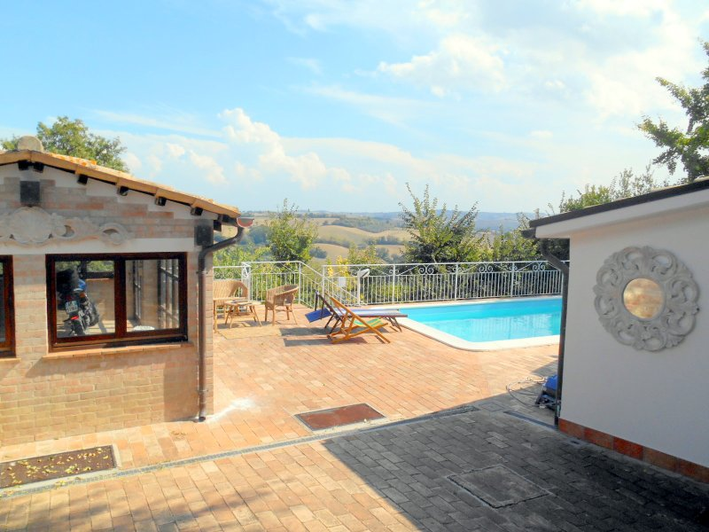 Amazing apt with pool access & Wifi, holiday rental in Monte Porzio