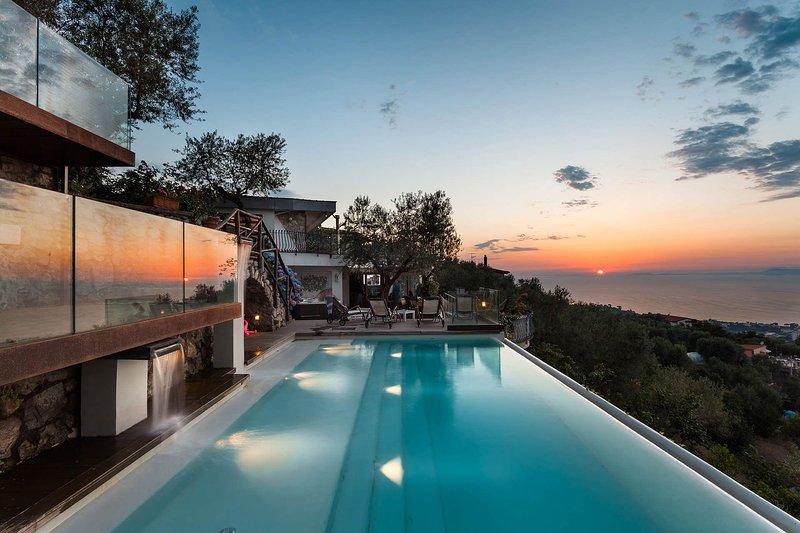 Villa Davide - infinity pool, seaview, jacuzzi, terrace, location de vacances à Sorrente