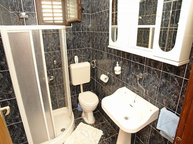A4 (4 + 1): baño con inodoro.