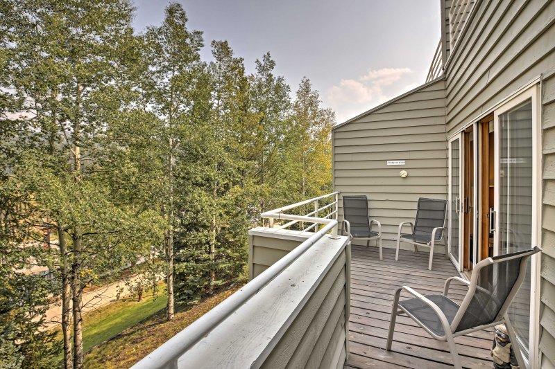 Ihr idyllischen Rockies Rückzug beginnt mit diesem 2-Schlafzimmer, 2-Bad Ferienmieteigentumswohnung in Winter Park!
