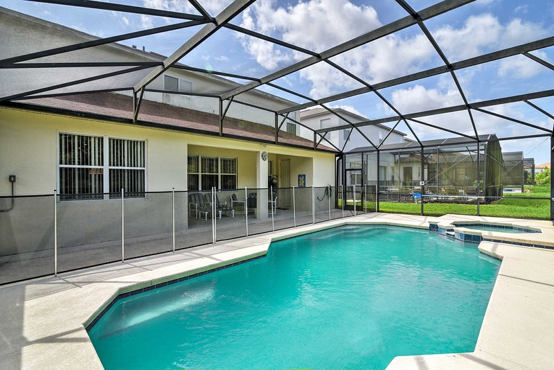 Escape to the Sunshine State in this 5-bedroom, 4.5-bathroom Davenport home.