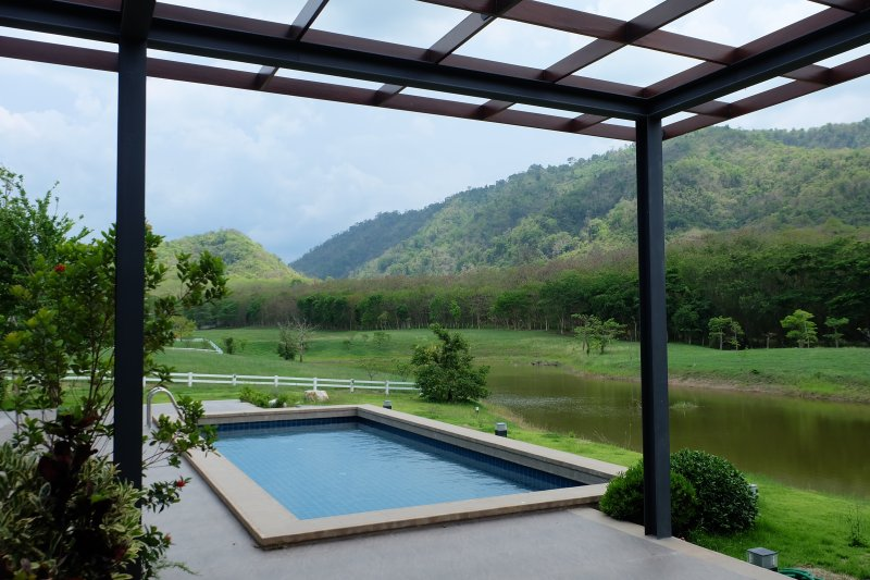 Lakeside pool residence (4 bedrooms), alquiler vacacional en Muak Lek