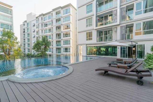 Cozy and Brand new condo, 5 mins walk to skytrain, vacation rental in Samut Prakan