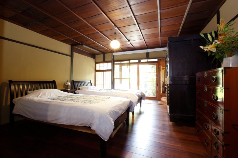 Perfect location for travelers! Japanese owner and staffs!, holiday rental in Suita