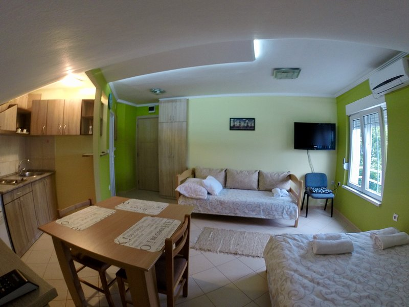 Apartment Popovic - Brand new apartment near airport, casa vacanza a Zemun