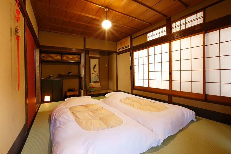 Historical house near Kiyomizu temple and Gion area, Japanese owner and staffs, location de vacances à Kyoto
