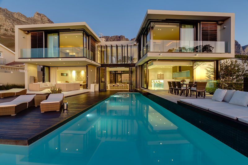 Villa Serenity Camps Bay. 6 Bedroom.5 Star SATGC Graded.Borehole Water Security, holiday rental in Cape Town