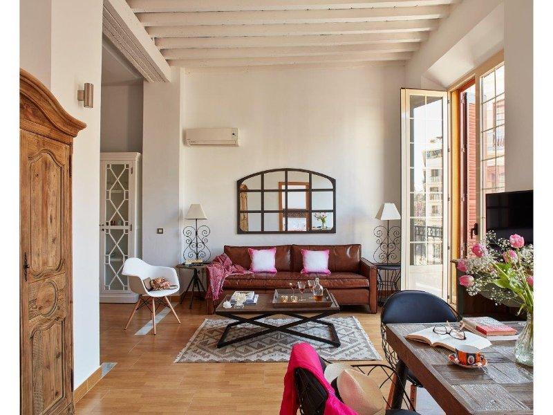 Deluxe apartment with balcony - Plaza de la Constitución - Lodgingmalaga, vacation rental in Malaga