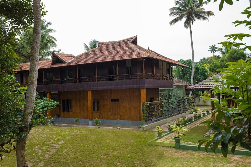 KUTTICHIRA HERITAGE HOME, ALAPPUZHA - Bedroom 5, vacation rental in Athirappilly