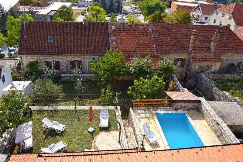 Inland Dalmatia 5BR Luxury Stone Villa with Pool, vacation rental in Vrlika