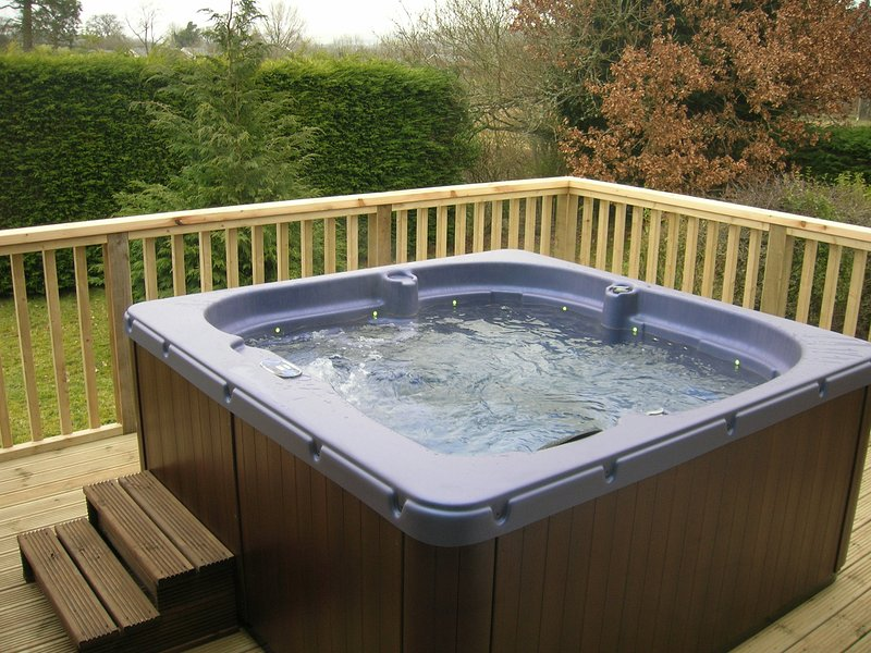 Bevan House with Hot Tub & Wi Fi/Builth/Mid Wales, vacation rental in Llandrindod Wells