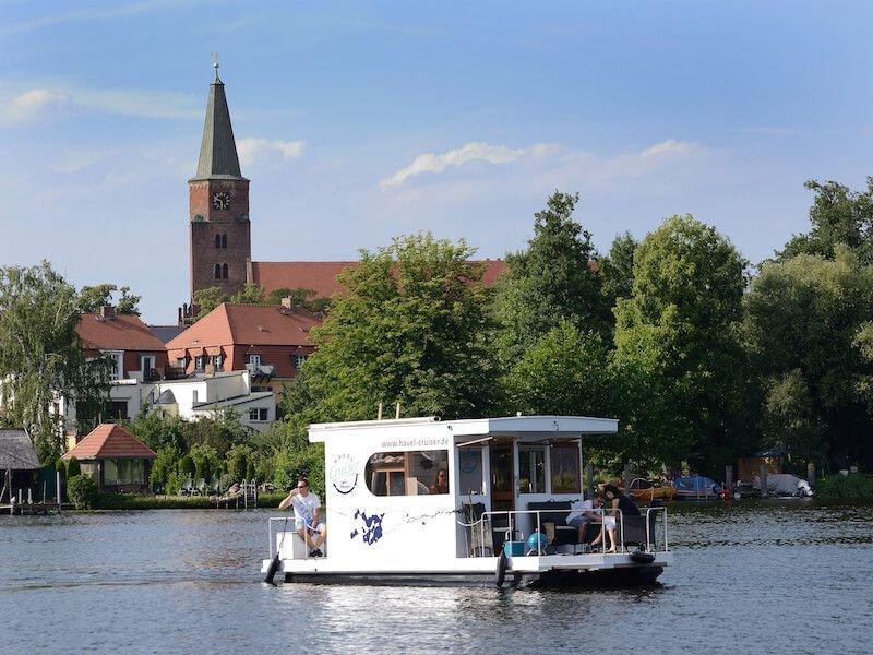 Havel Cruiser - Hausbootfloß-Abenteuer mit Stil - führerscheinfrei!, location de vacances à Havelsee