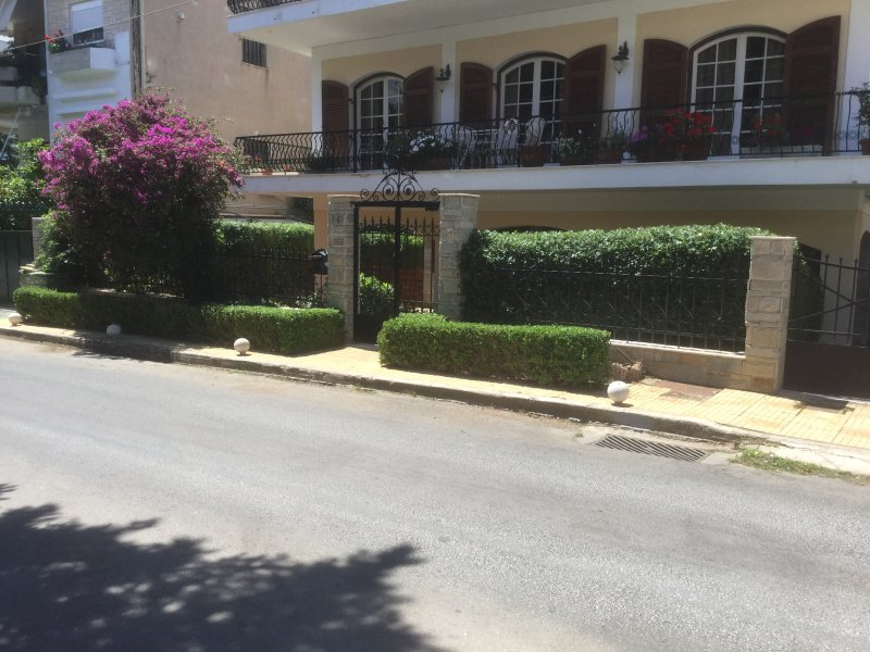 3 bedrooms apartment in Athens, vacation rental in Varkiza