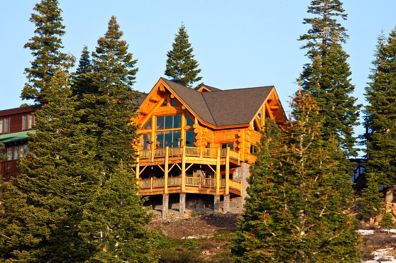 The Log House - 5250 sq. ft. of Awesome!, holiday rental in Norden