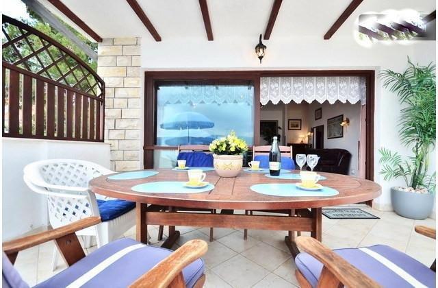 Penthouse for 6 pax 35 m from sea with direct sea view, aluguéis de temporada em Slatine