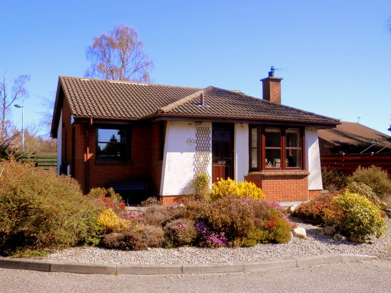 Coire Cas, 20 Dalnabay, Aviemore. Front of property.