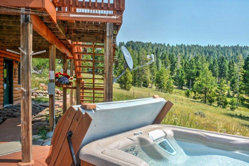 Détendez-vous dans les eaux douces du bain à remous privé.