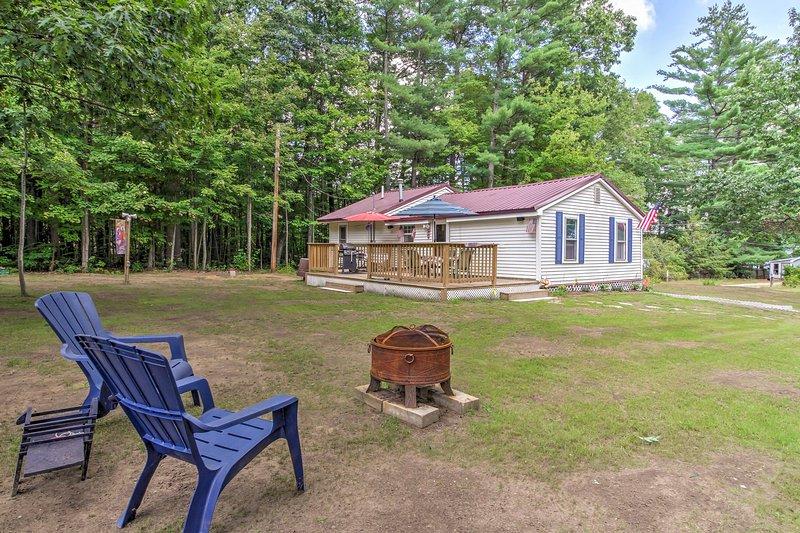 Cozy Northfield Cottage - Walk to Sondogardy Pond!, alquiler de vacaciones en Andover