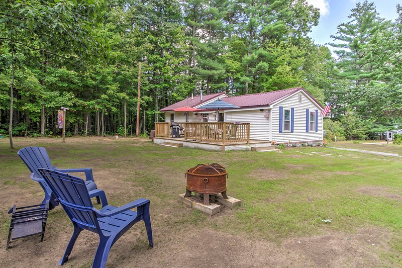 Cozy Northfield Cottage - Walk to Sondogardy Pond!, alquiler vacacional en Franklin
