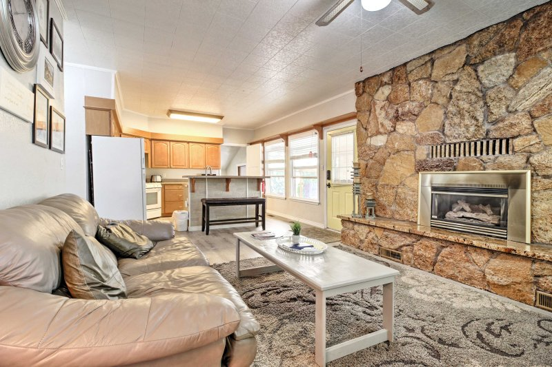 Get cozy by the gas burning fireplace in this duplex.