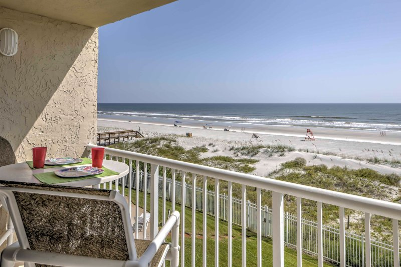 For the ultimate oceanfront retreat, escape to this 2-bedroom, 2-bathroom vacation rental condo in Jacksonville Beach!