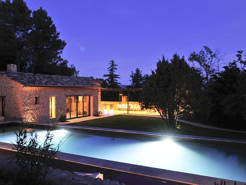 MAS VENTOUX classé '5 étoiles Grand Luxe' 4 à 24 personnes 7 chambres, vacation rental in Puymeras