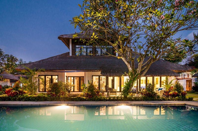 11 BDR Luxury Villa Estate, 5* Luxury, Walk to Beach, holiday rental in Serangan