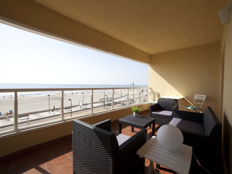 Costa Azul: Wake Up with Alicante Sea Views, vacation rental in Sant Joan d'Alacant