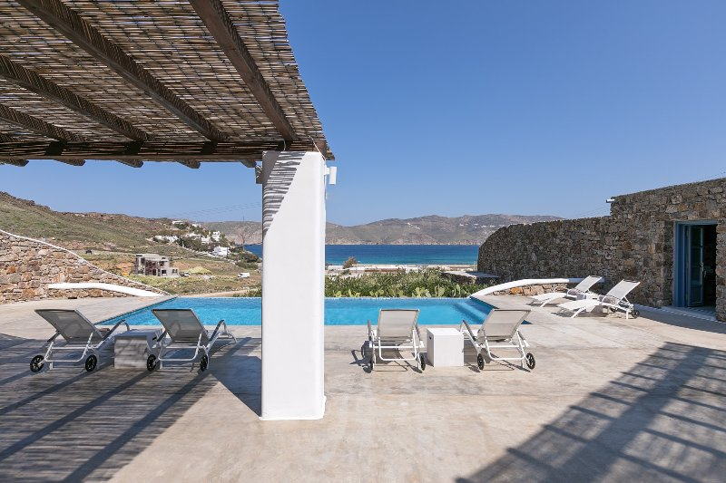 Mykonos Panormos 4 Bedroom Private Pool Villas, location de vacances à Panormos
