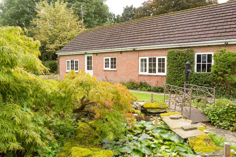 Detached Garden Annex with off-street parking, own entrance and patio area In York