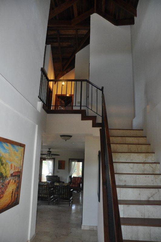 escalier chambres à l'étage et les bains