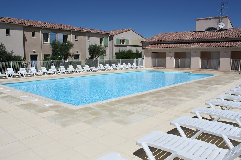 LS1-335 CASCADO Beautiful rental with pool near to St Rémy, 4 sleeps., holiday rental in Mouries