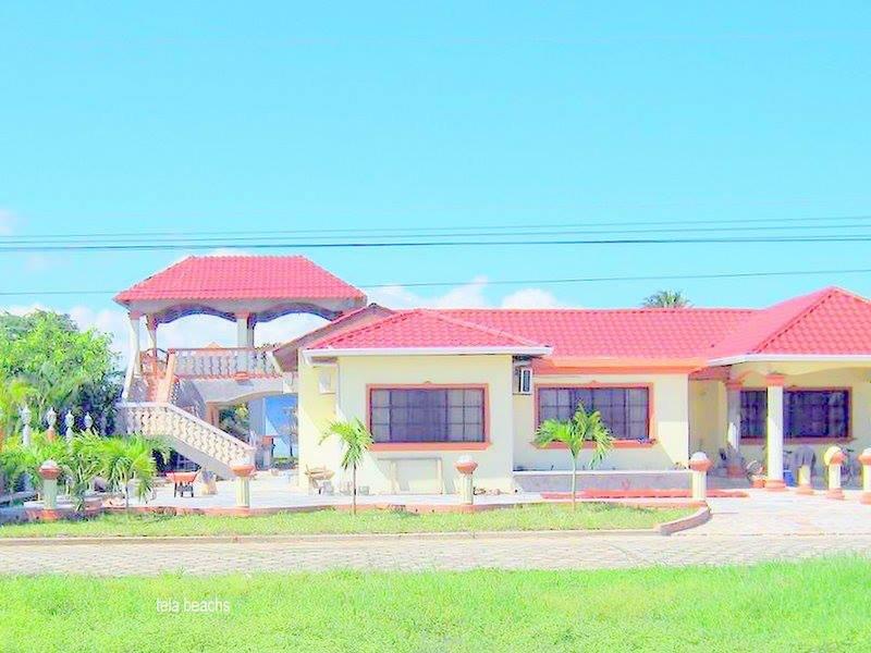 Casa Villa  Hermosa  #C11 muy cerca de la playa y un restaurantes servicio de se, casa vacanza a Tela