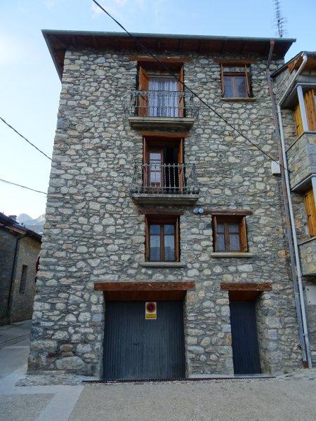 Casa rústica en el Pirineo Aragonés, alquiler vacacional en Cerler