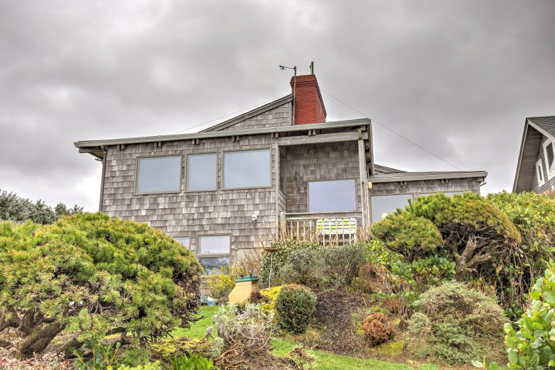Have a tranquil stay at this 1-bedroom vacation rental apartment in Arch Cape.