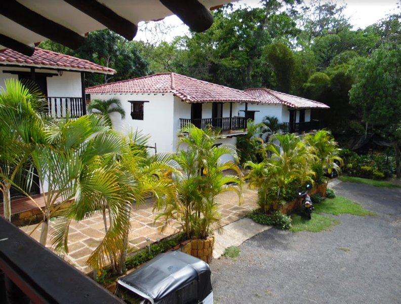 House furnished two-story balcony beautiful garden in the town of Barichara