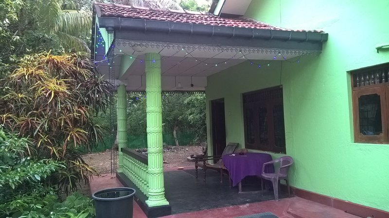 Holiday House, vacation rental in Bentota