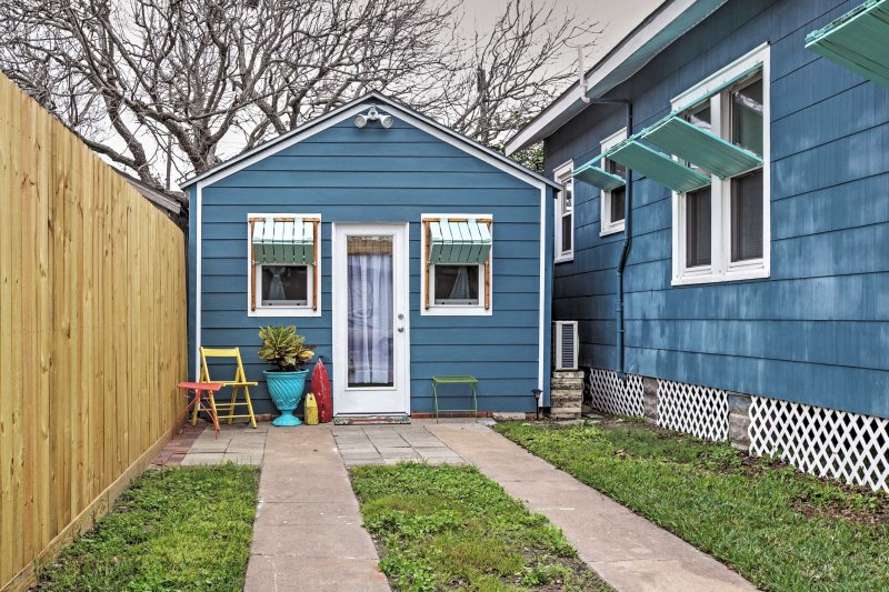 Welcome to your cozy Galveston home-away-from-home!