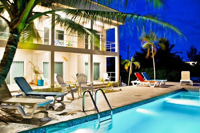 Ocean Front Coral-Queen Suite 969, casa vacanza a San Pedro
