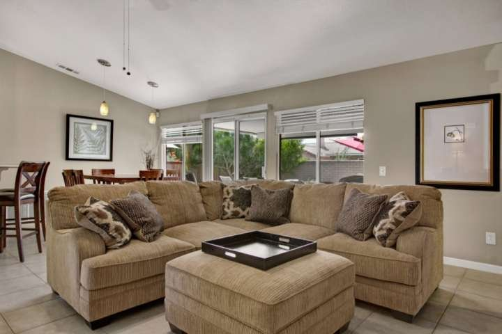 Open and bright living and dining areas