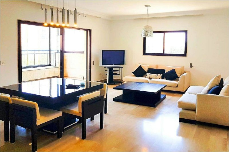 Comfortable Ashrafieh Flat, vacation rental in Dbayeh