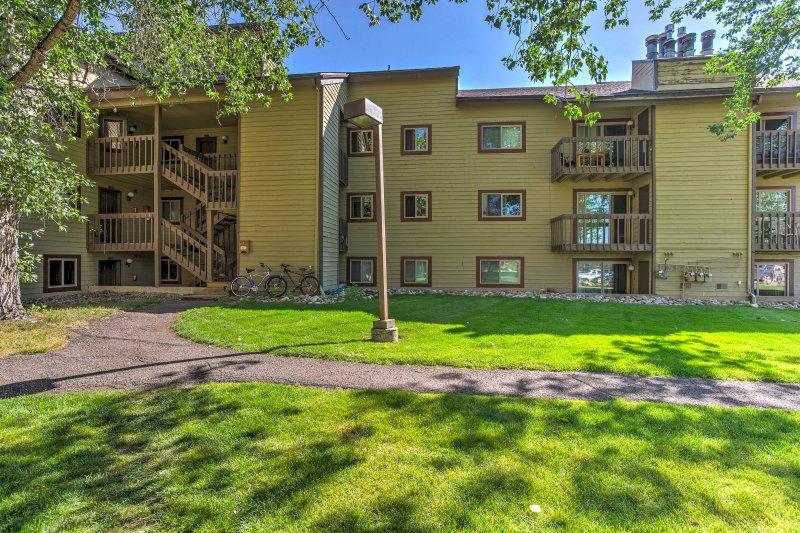 Rückzug in die Berge und den Aufenthalt in diesem charmanten 2-Schlafzimmer, 2-Bad Ferienmieteigentumswohnung in Steamboat Springs!