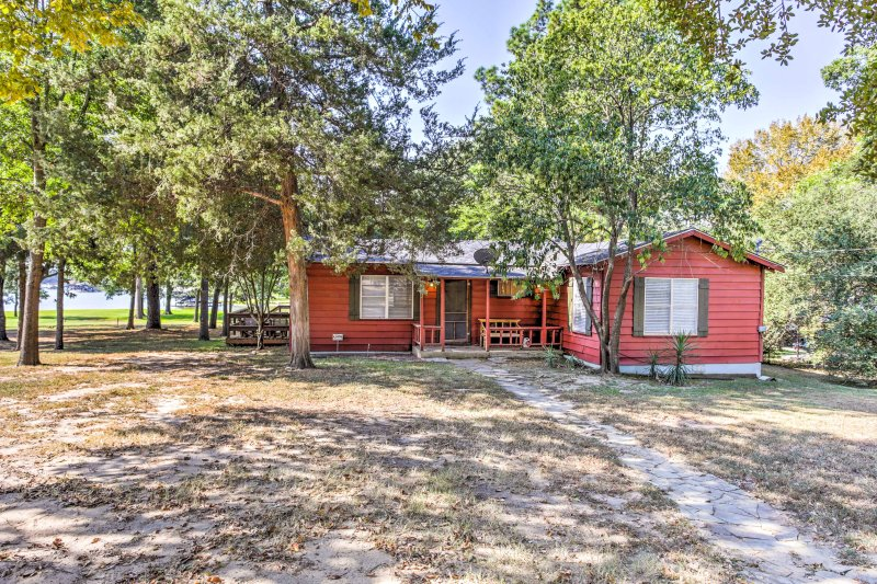 This beautiful red cabin is the perfect place for your next vacation!