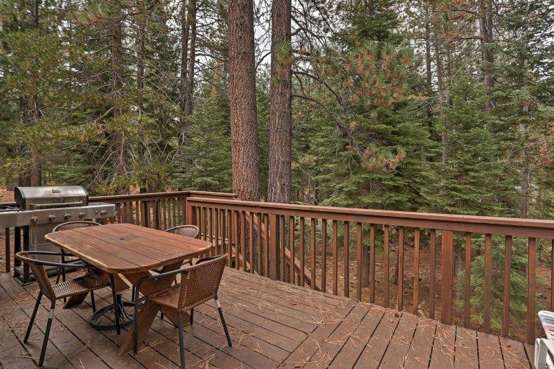 Descubra o melhor da Serra Nevada a partir desta casa de 4 quartos e 2 banheiros em Truckee!