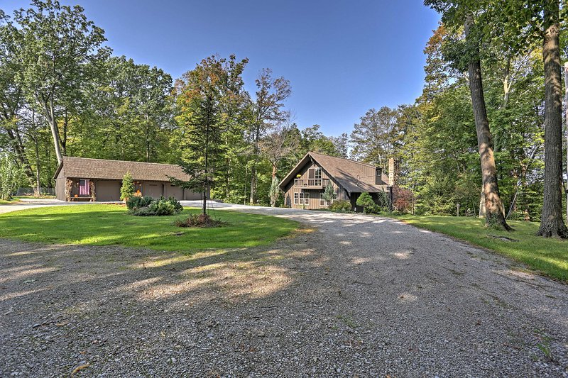 Take the winding road down to this 3-bedroom vacation rental cabin in Amherst!