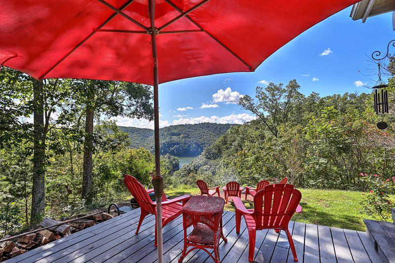 Escape to Tennessee's serene lakeside cottage overlooking Norris Lake!