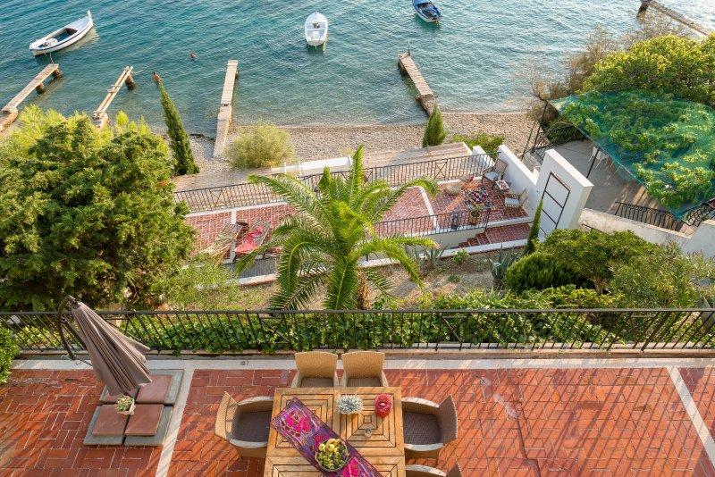 Beachfront Villa Aestas with stunning view / 5 Bedrooms, 6 Bathrooms, Sleeps 12, holiday rental in Stanici