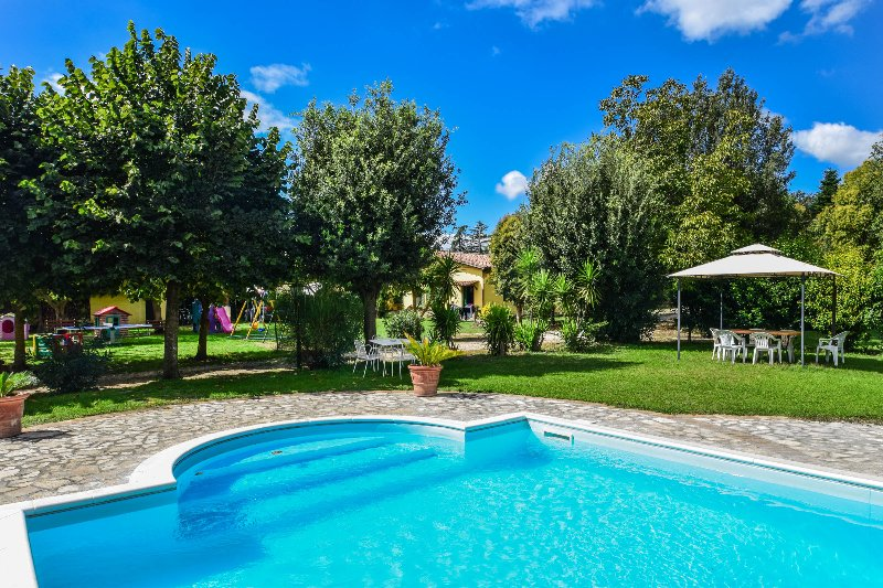 4 bedroom property with pool near the lake Bracciano - Rome. Great garden!!!, vacation rental in Monterosi