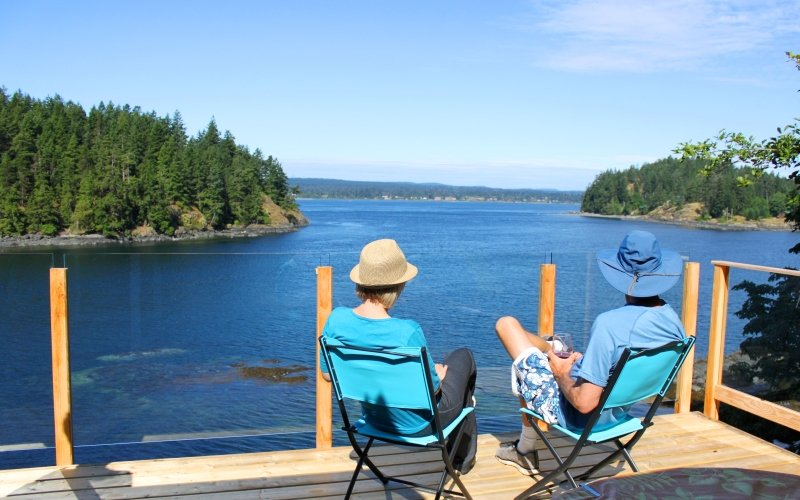 Loon Point Oceanfront Cottage, holiday rental in Quathiaski Cove